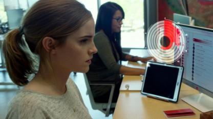 Обзор фильма «Сфера». Сферический контент во пользовательском вакууме
