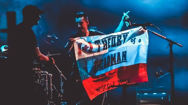 Те ребята из Fahrenheit. Концерт Theory of a Deadman в Москве