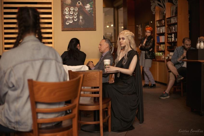 Косплей недели: PUBG, The Witcher, Дейенерис в «Старбаксе»