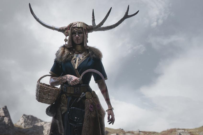 Косплей недели: Skyrim, Resident Evil Village, Assassin's Creed: Valhalla, Dota 2, Genshin Impact