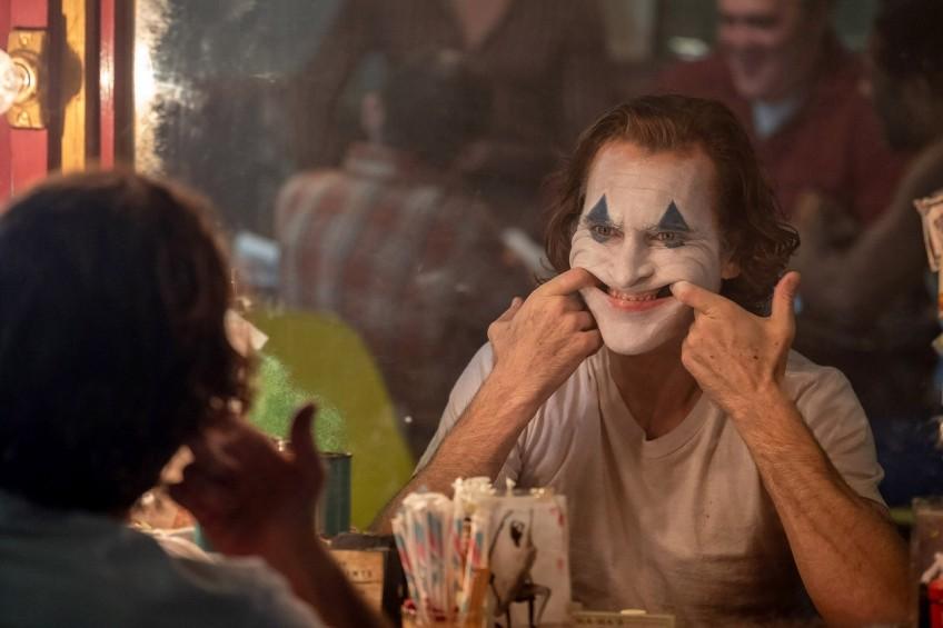 Обзор фильма «Джокер». От улыбки станет всем темней
