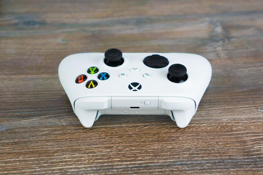 Распаковали Xbox Series S. Самая маленькая и дешёвая консоль нового поколения