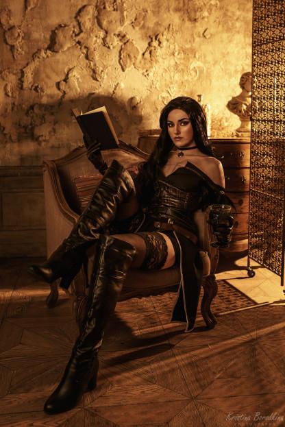 Косплей недели: Resident Evil Village, WoW, «Ведьмак 3», LoL, W.I.T.C.H.
