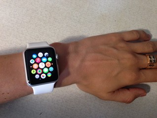 apple watch фото на руке