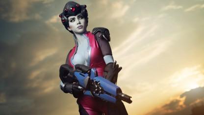 Роковая женщина: шикарный косплей Widowmaker из Overwatch