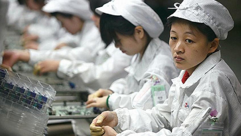 Foxconn заменит сотрудников роботами