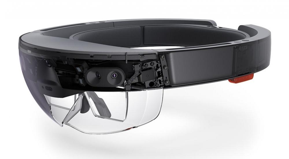 Названы характеристики шлема Microsoft HoloLens