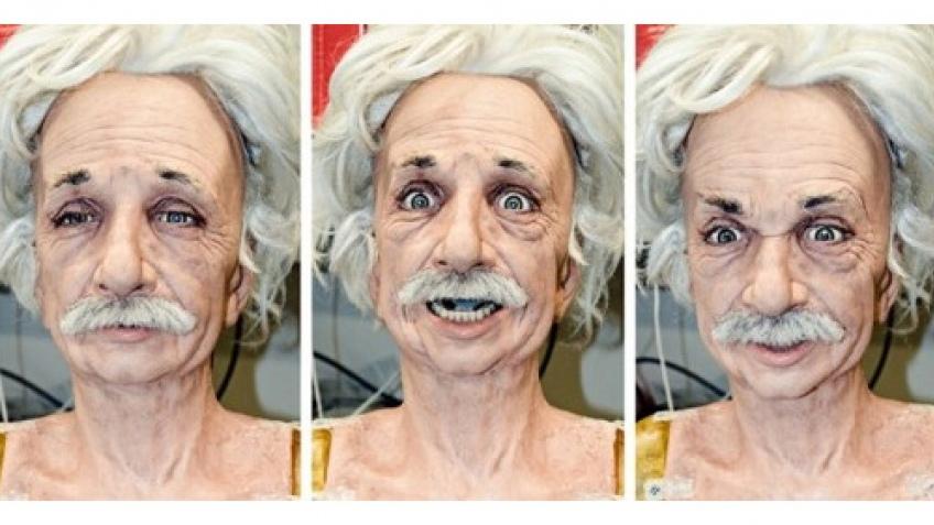 Робот-Эйнштейн имитирует эмоции