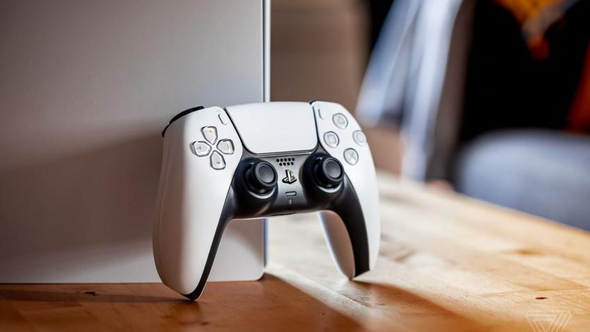 В игры для PS5 можно играть на DualShock4 через ремоут-плей на PS4