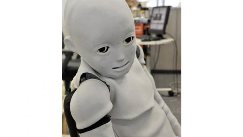 Робо-ребенок возвращается, пугает человеческий род