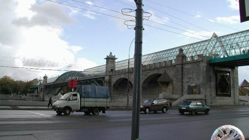 На Андреевском мосту...