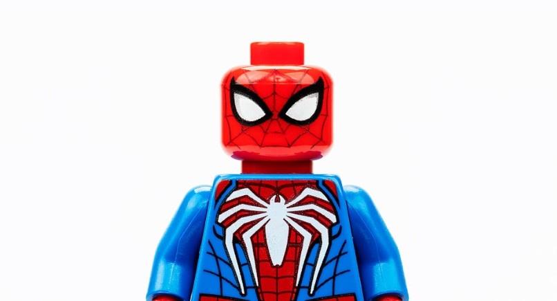 LEGO выпустит фигурку Человека-паука из игры Insomniac
