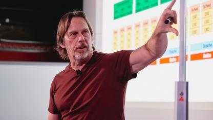 Джим Келлер обещает смену архитектуры CPU Intel каждые пять лет