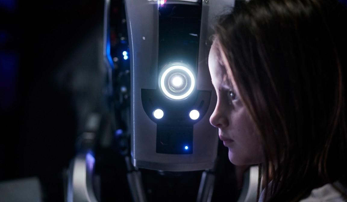 Автоматическое воспитание: Netflix показал трейлер триллера «Дитя робота»