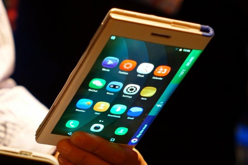 Глава BlackBerry считает, что сгибающиеся смартфоны никому не нужны