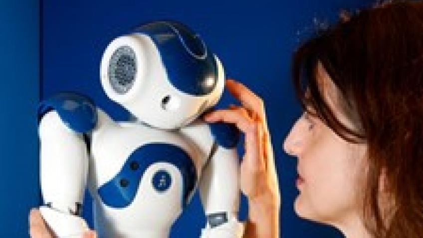 Робот-прототип учится эмоциям у людей