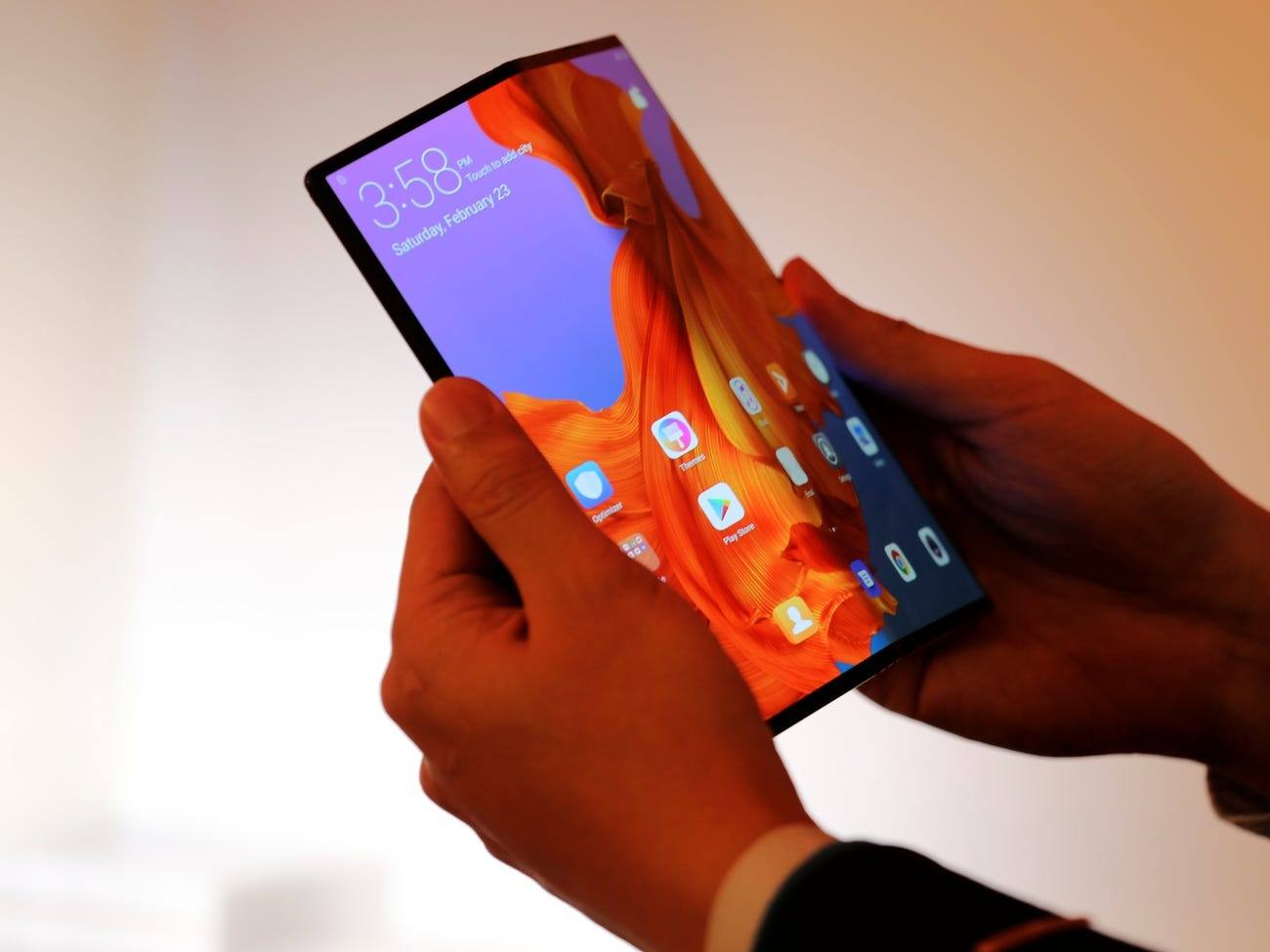 Складной смартфон Huawei Mate X обзавёлся датой начала продаж