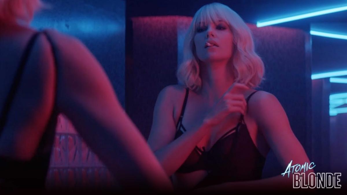 Шарлиз Терон бьет мужчин и целует женщину в новых тизерах «Взрывной блондинки»