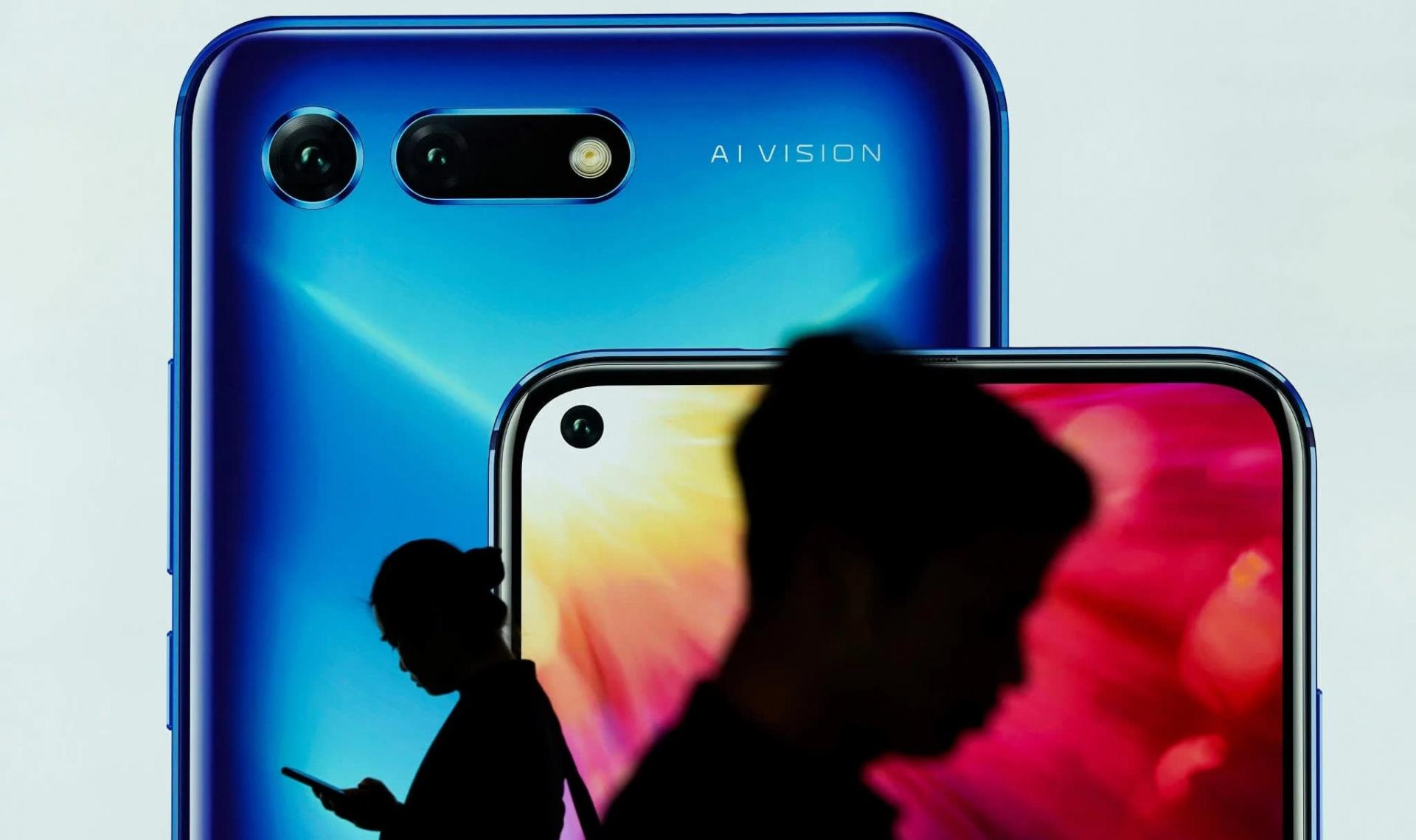 Подрядчик Huawei частично прекратил производство смартфонов