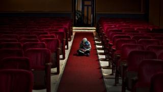Отечественные кинотеатры продолжают закрываться, а бокс-офис — падать