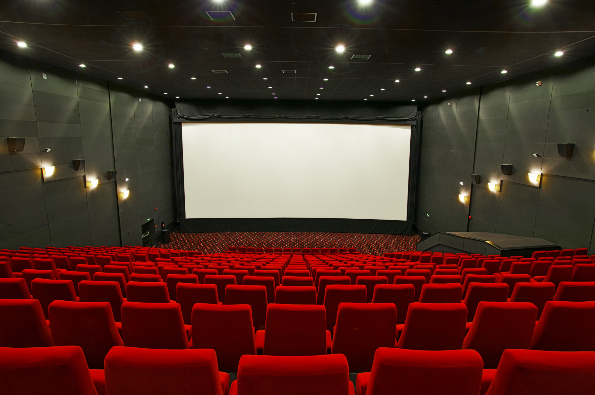 Оборот кинотеатров России упал до 5% от уровня 2019-го года