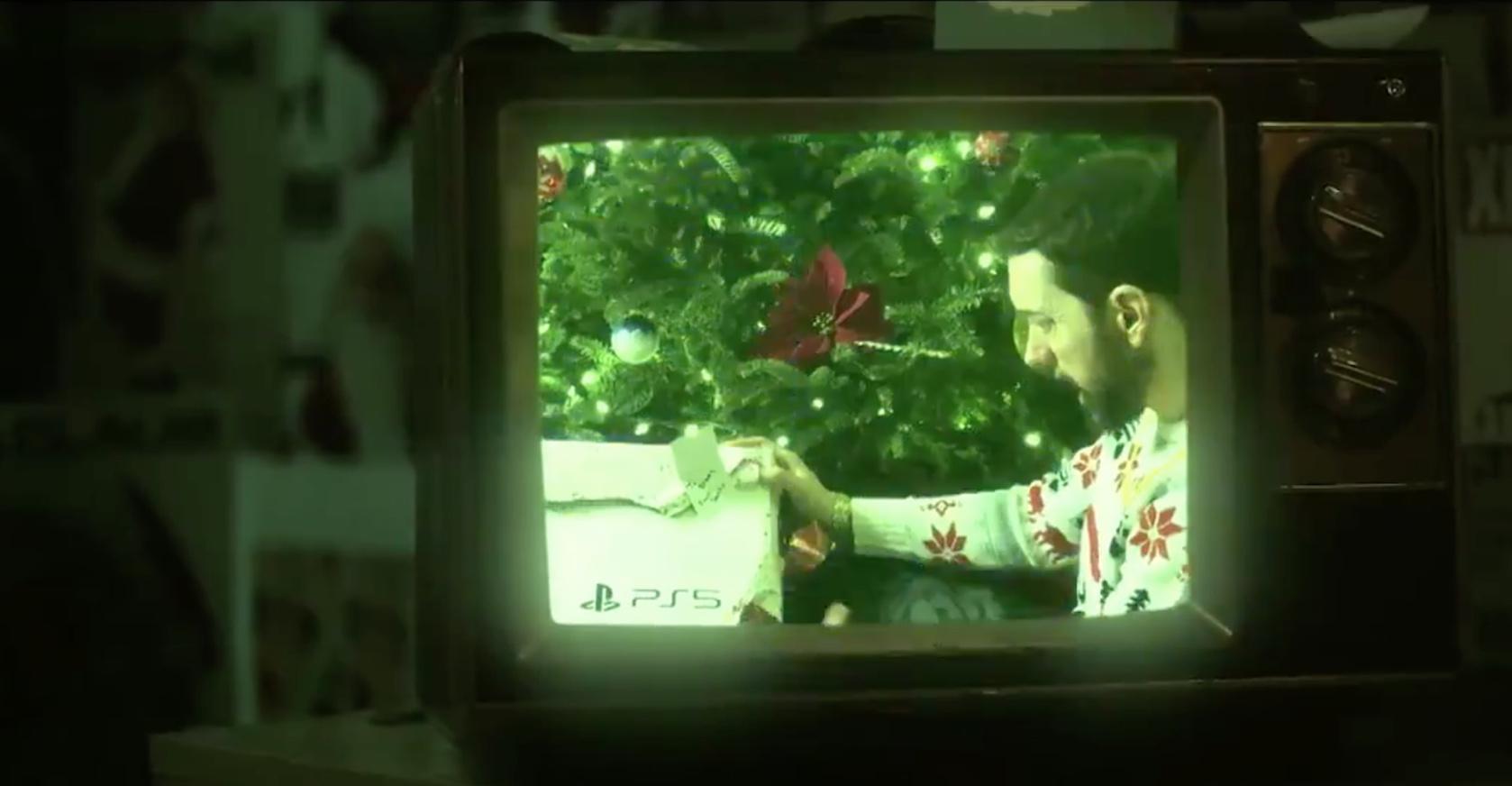 SNL: Эминем получил PlayStation5 от Санта-Клауса
