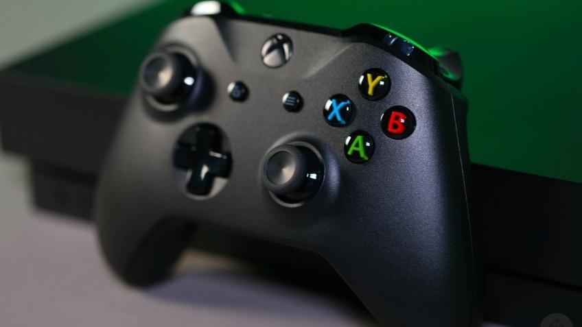 Выручка от продажи железа Xbox упала почти в два раза