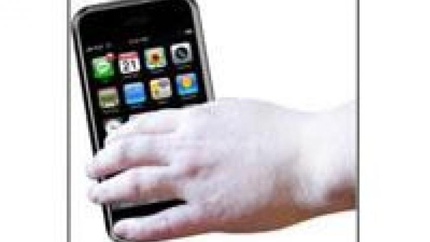 iPhone не нравится женщинам с маникюром, толстыми пальцами