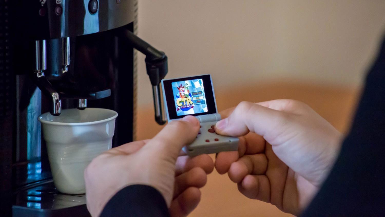 На Kickstarter собирают деньги на очень компактную игровую ретроконсоль