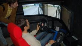 Автогонщики осваивают автосимы