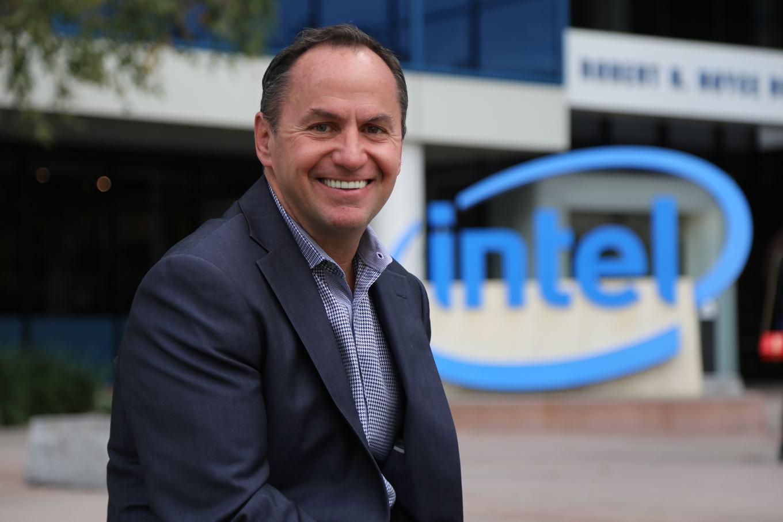 Из Intel на фоне проблем компании уходит генеральный директор Боб Свон