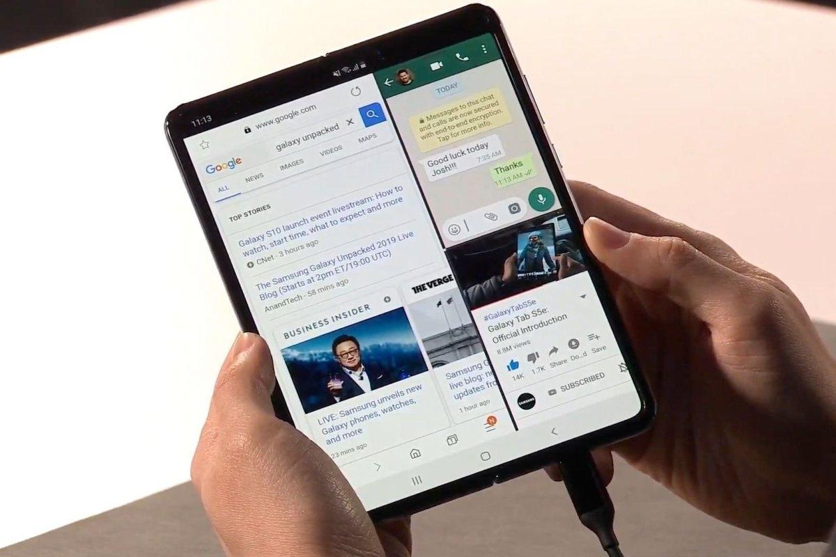 Samsung представила смартфон со складным дисплеем Galaxy Fold