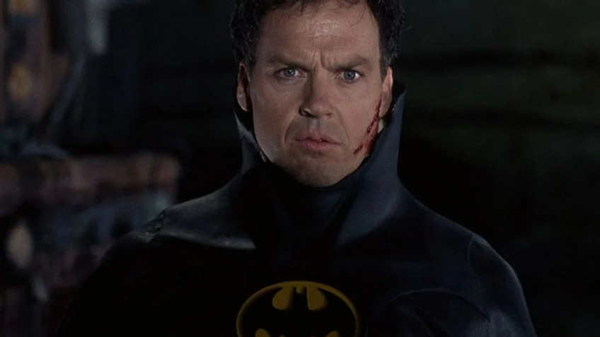 Режиссёр «Флэша» намекает на возвращение старого костюма Бэтмена