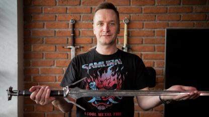 Глава CD Projekt RED выставил на аукцион меч Геральта