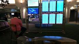 Пользователь «захватил» монитор в аэропорту, чтобы поиграть на PS4