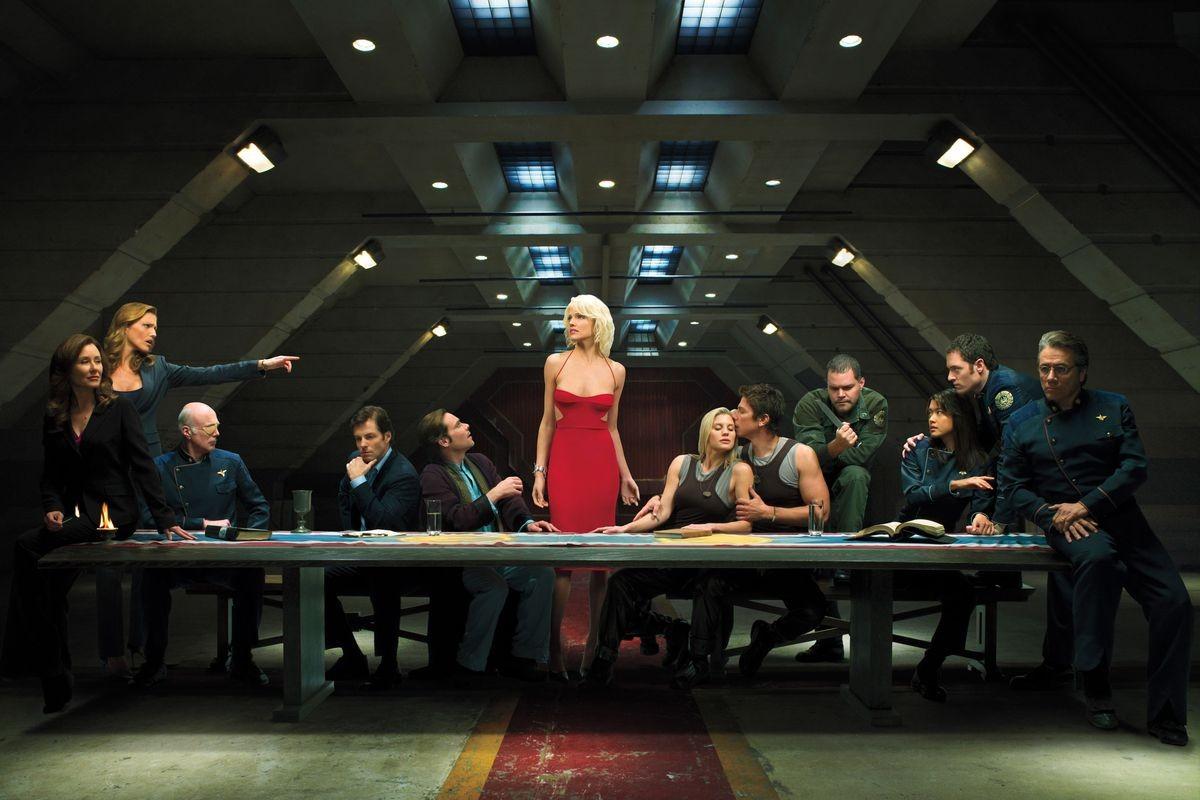 """Создатель «Мистера Робота» готовит ребут сериала «Звёздный крейсер """"Галактика""""»"""