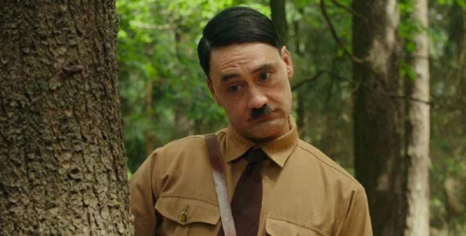 Воображаемый Гитлер в трейлере «Кролика Джоджо» Тайки Вайтити