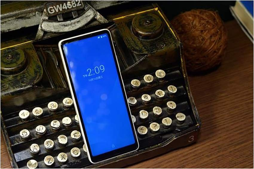Представлен странный смартфон Xiaomi Qin AI Assistant Pro