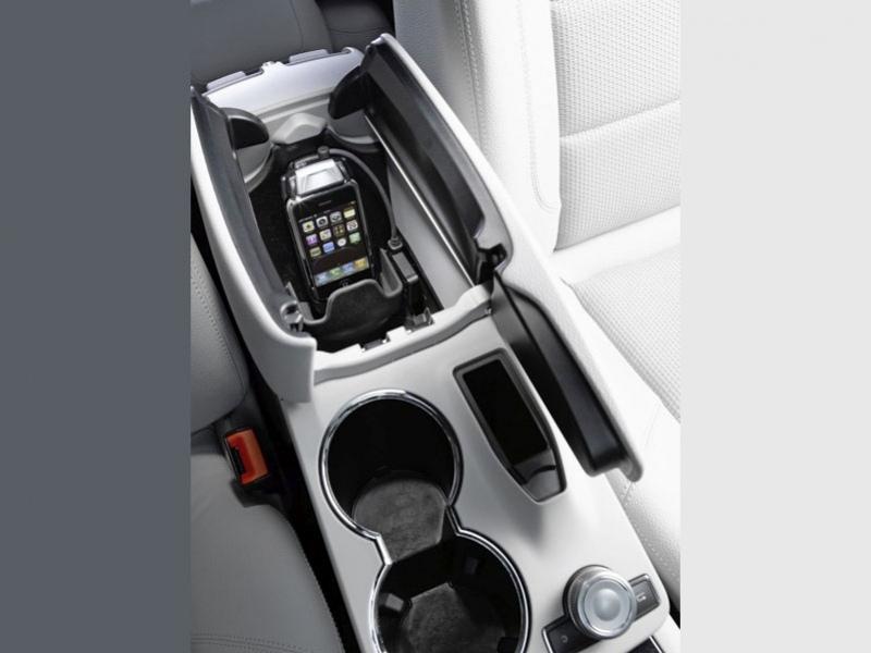 Mercedes-Benz поддерживает iPhone