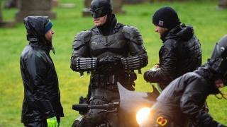 В сеть утекли фото костюма Бэтмена со съёмок сольного фильма