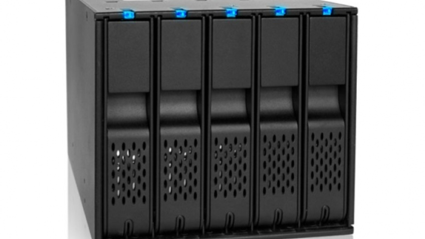 Icy Dock FlexCage MB975SP-B: еще пять жестких дисков в корпусе