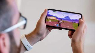 Apple удалила Fortnite из App Store, а Epic Games подала за это в суд