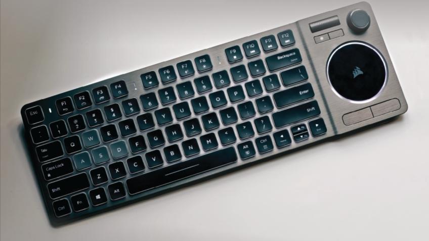 Клавиатура Corsair K83 Wireless оснащена джойстиком, роликом и тачпадом