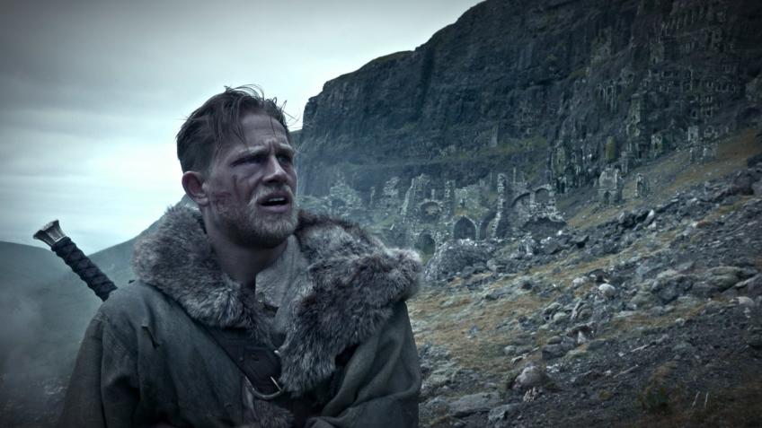В новом трейлере фильма «Меч короля Артура» показали прошлое героя