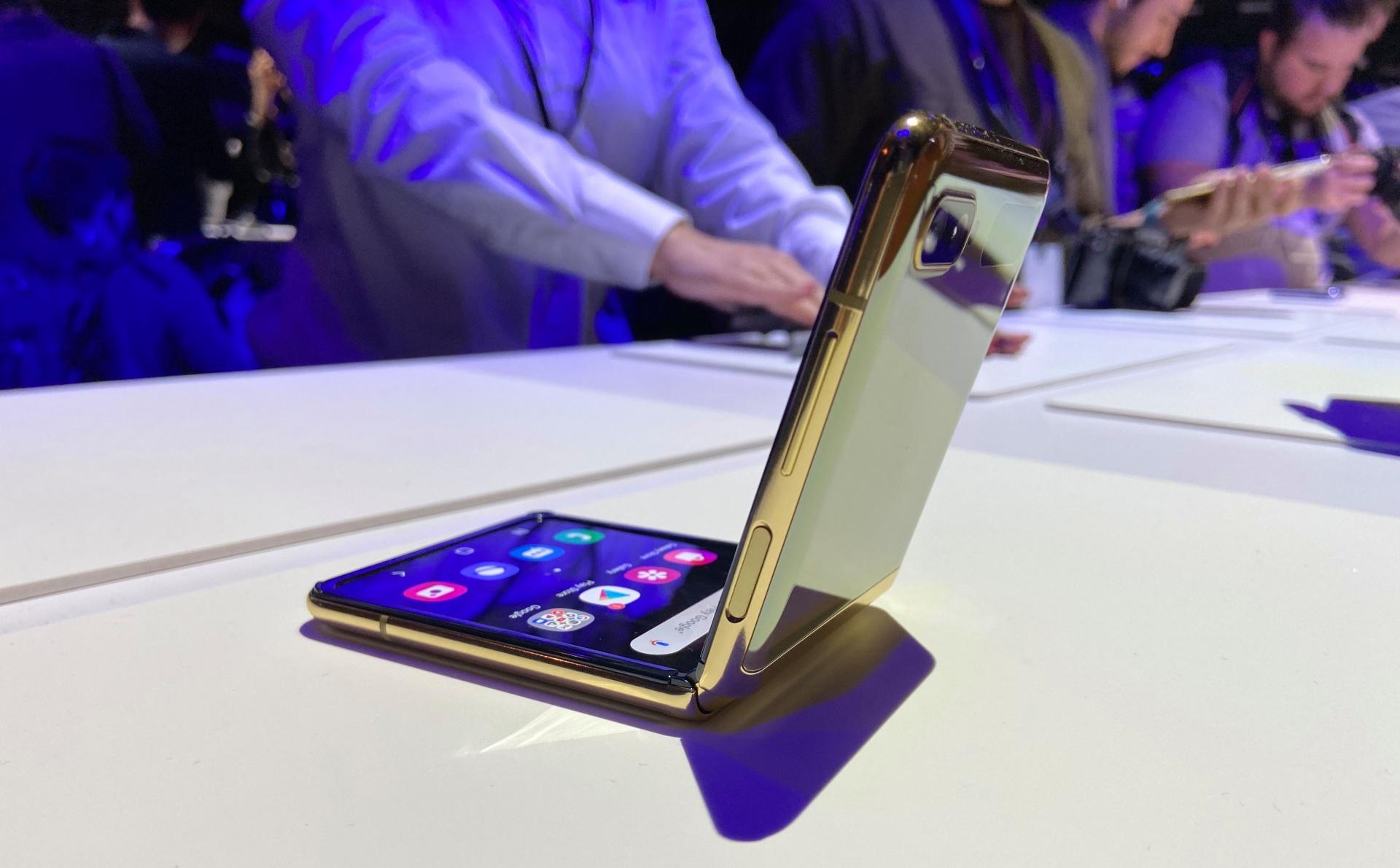 Складной смартфон Galaxy Z Flip анонсирован официально