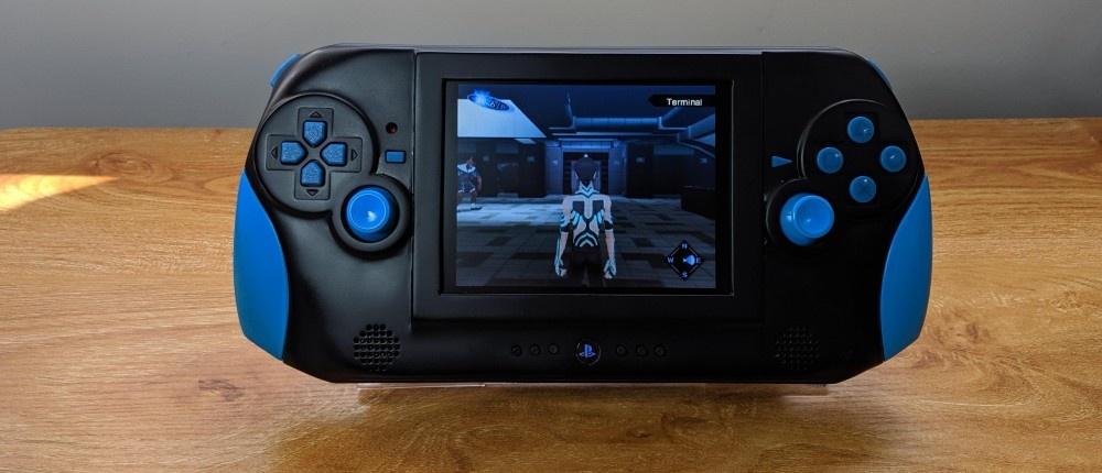 Энтузиаст показал портативную PS2