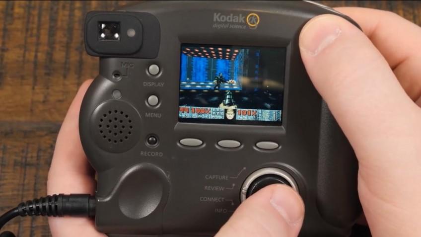 Энтузиаст запустил Doom на фотоаппарате двадцатилетней давности