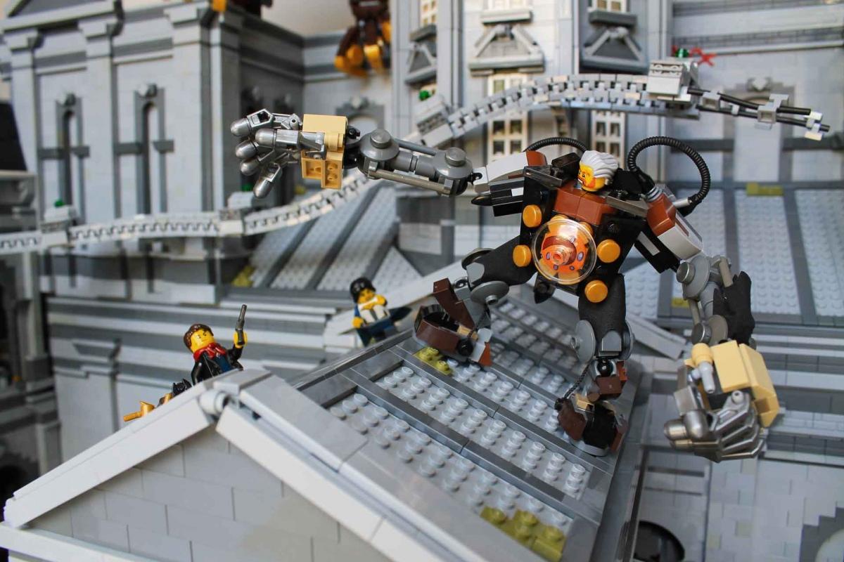 Американец воссоздал локации из BioShock с помощью LEGO