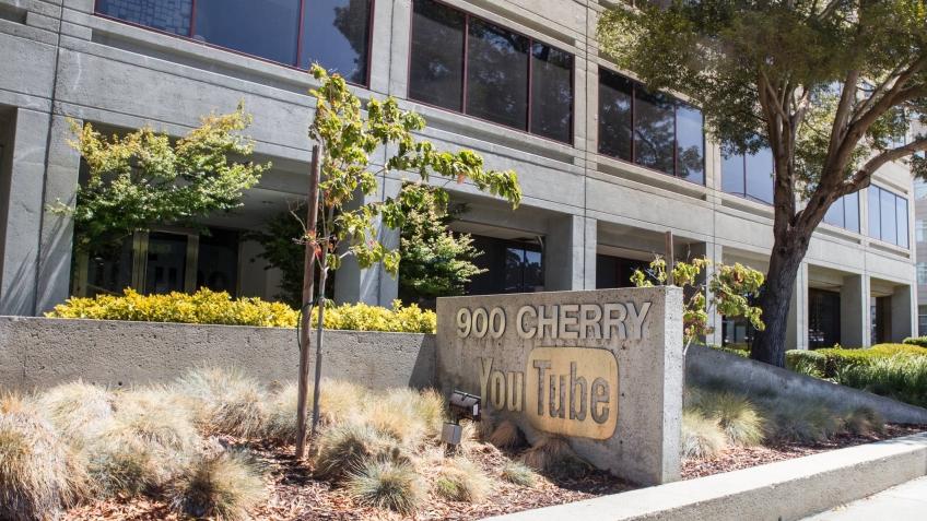 Женщина открыла стрельбу в офисе YouTube по сотрудникам компании