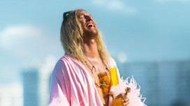 Мэттью Макконехи и Снуп Догг в трейлере комедии «Пляжный бездельник»